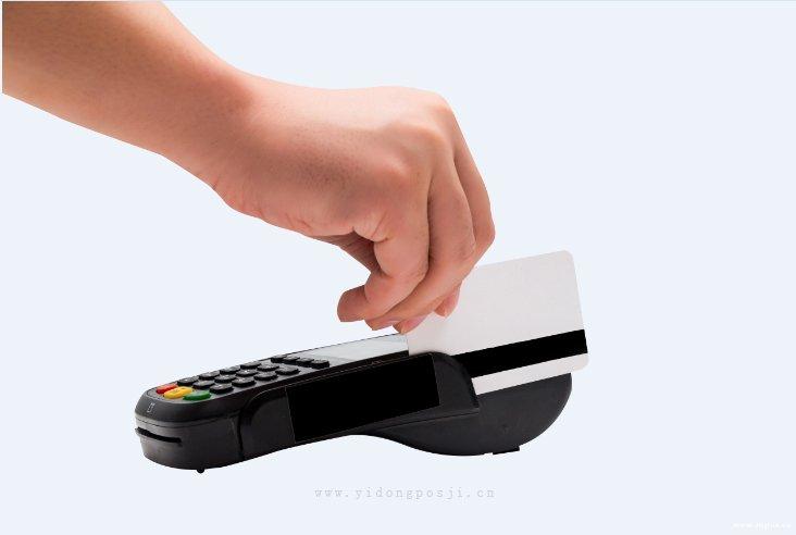说明商户对信用卡提额的影响
